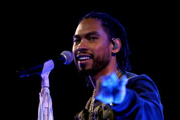 "Miguel Visits Jimmy Fallon For A Chilled Out Performance Of ""Come Through & Chill"""
