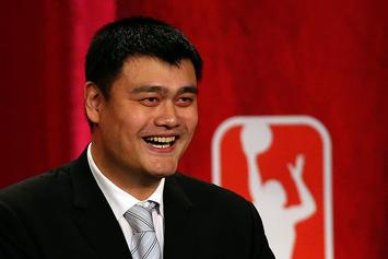 Yao Ming Graduates From Chinese University After 7 Years