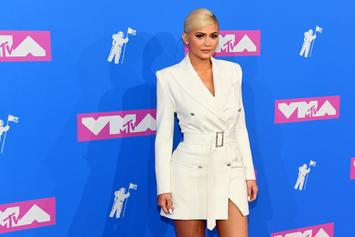 Kylie Jenner Seemingly Turns The Other Way To Avoid Nicki Minaj On VMA Red Carpet