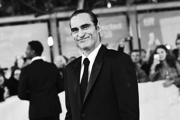 "Joaquin Phoenix Spotted As ""The Joker"" For The Very 1st Time In Public"