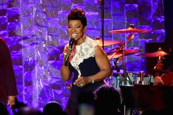 Gladys Knight Performs Moving Aretha Franklin Tribute At The AMAs