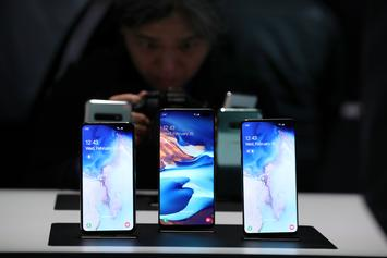 Samsung Sued For Misleading Ads & Claims Their Phones Are Not Water-Proof
