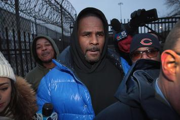 """An Airplane Proclaiming """"Happy Birthday R. Kelly, God Loves You"""" Flys Over Chicago"""