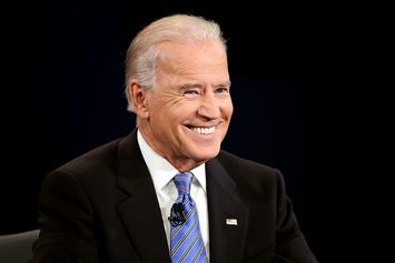 President Biden Repeatedly Falls While Boarding Air Force One