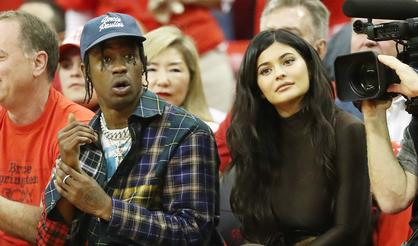 714dbed64194 Kylie Jenner Shares Backstage Footage From Travis Scott's ...