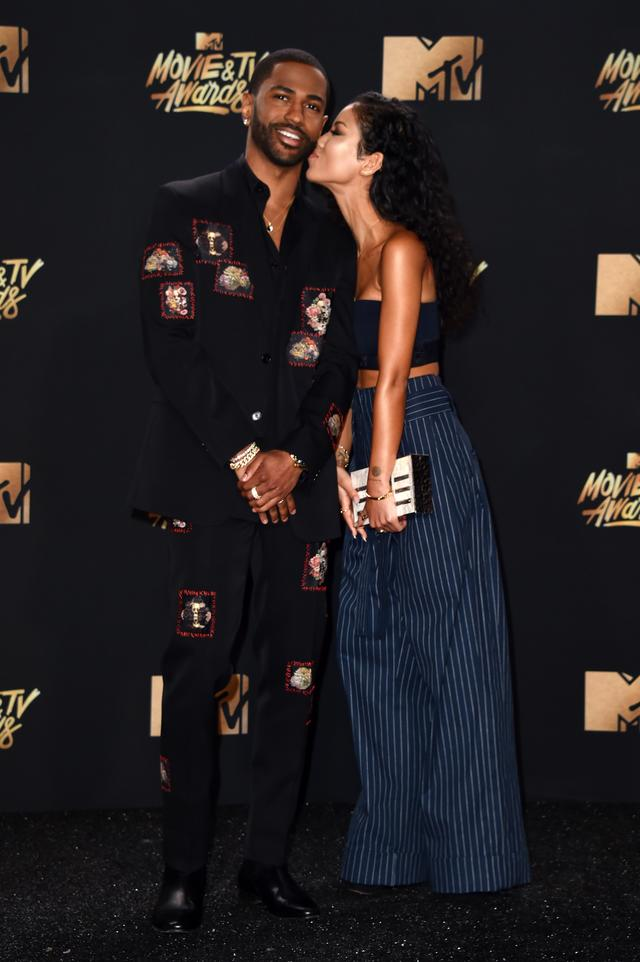 Big Sean and Jhene Aiko kissing on the red carpet