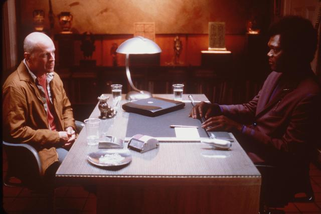 """Bruce Willis and Samuel Jackson in the movie """"Unbreakable"""""""