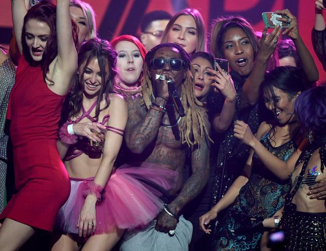 Lil Wayne surrounded by girls