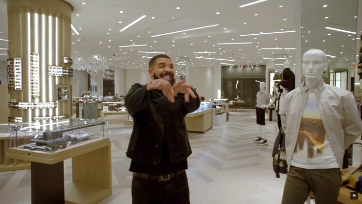 """Drake Spreads The Wealth In """"God's Plan"""" Video"""