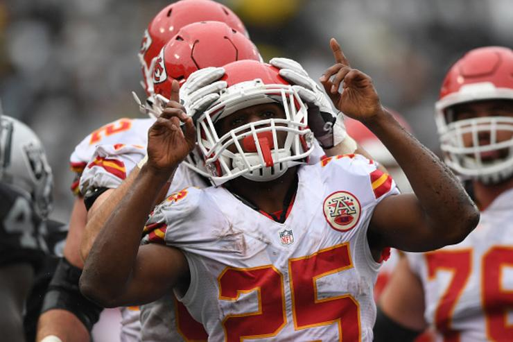 Jamaal Charles signing with Chiefs on one-day deal