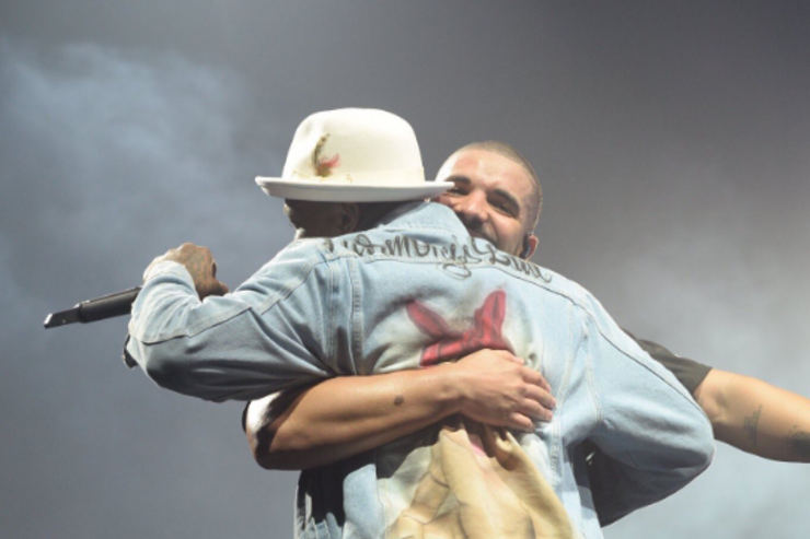 "Drake and YG hug it out in LA during ""Summer Sixteen"" tour"