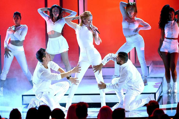 Iggy Azalea performs onstage at The 41st Annual People's Choice Awards at Nokia Theatre LA Live on January 7, 2015 in Los Angeles, California.