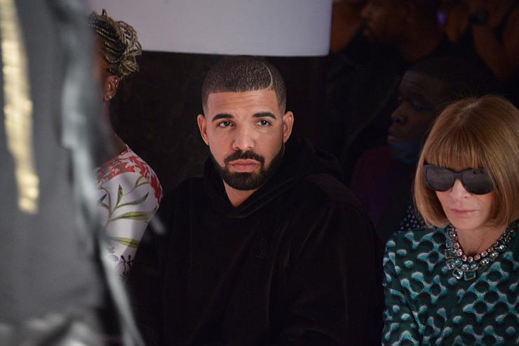 Drake and Anna Wintour attend the Serena Williams Signature Statement by HSN  show during Spring 2016 Style360 on September 15, 2015 in New York City.
