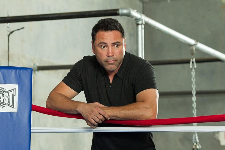 Oscar De La Hoya watches Amir Khan train during an open media workout on April 18, 2016 in Hayward, California.