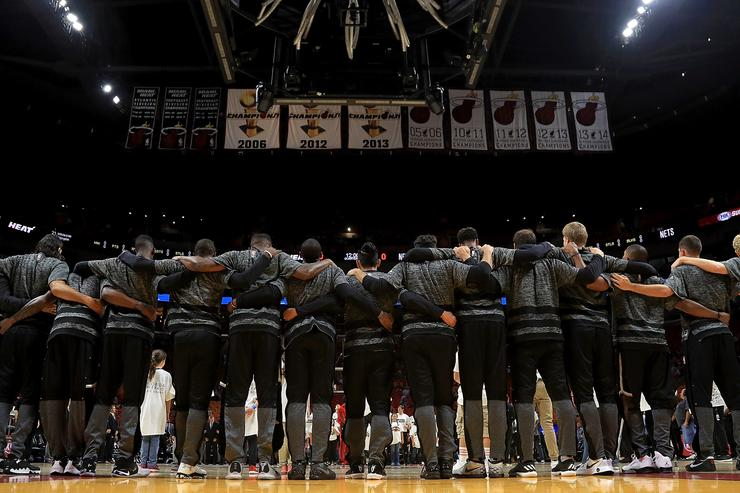 NBA memo makes clear players and coaches must stand for national anthem