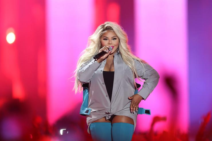 Lil' Kim performs onstage during VH1 Hip Hop Honors: The 90s Game Changers at Paramount Studios on September 17, 2017 in Los Angeles, California