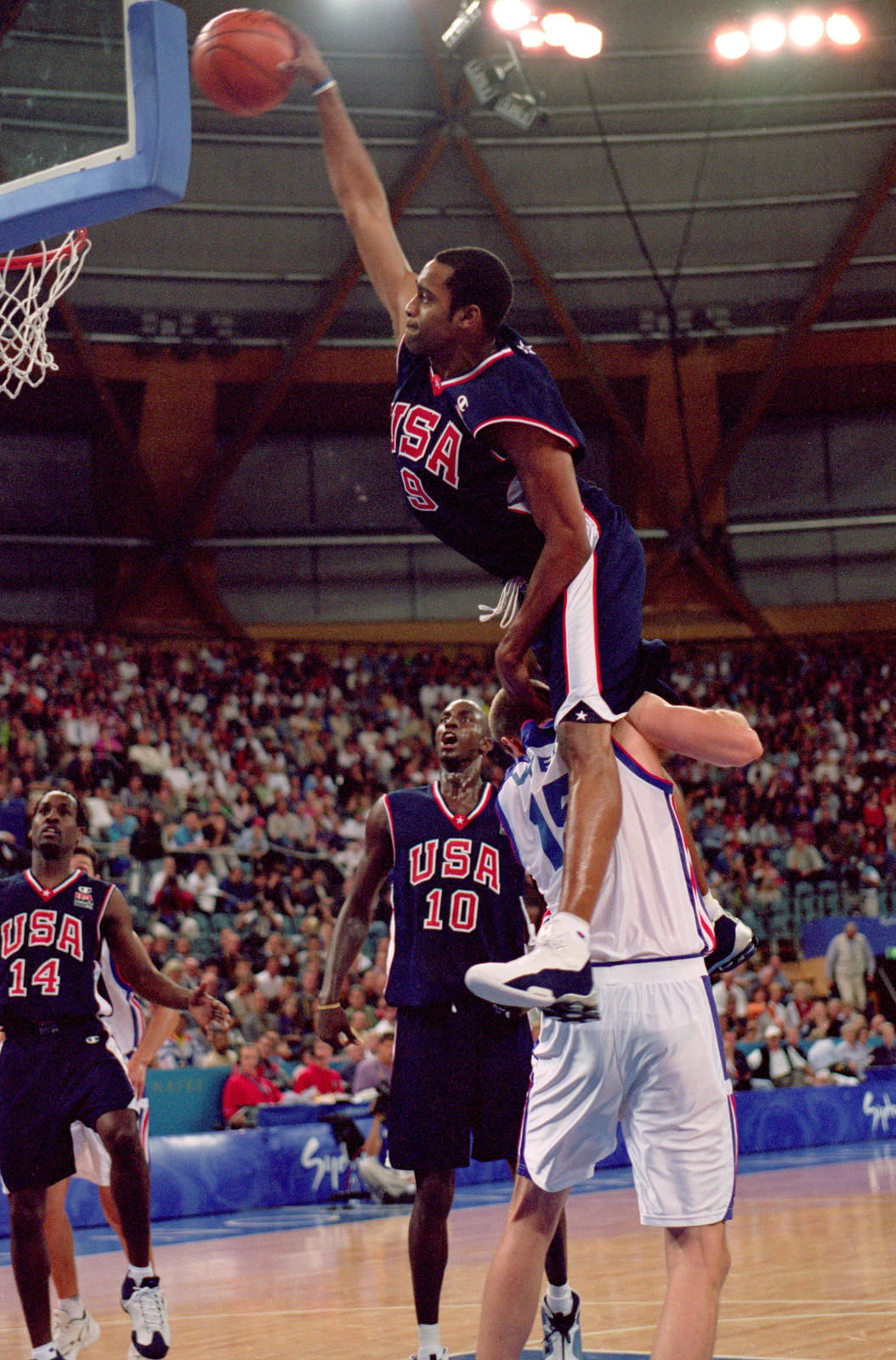 Vince Carter To Wear Iconic Nike Shox BB4 For Remainder Of The Season