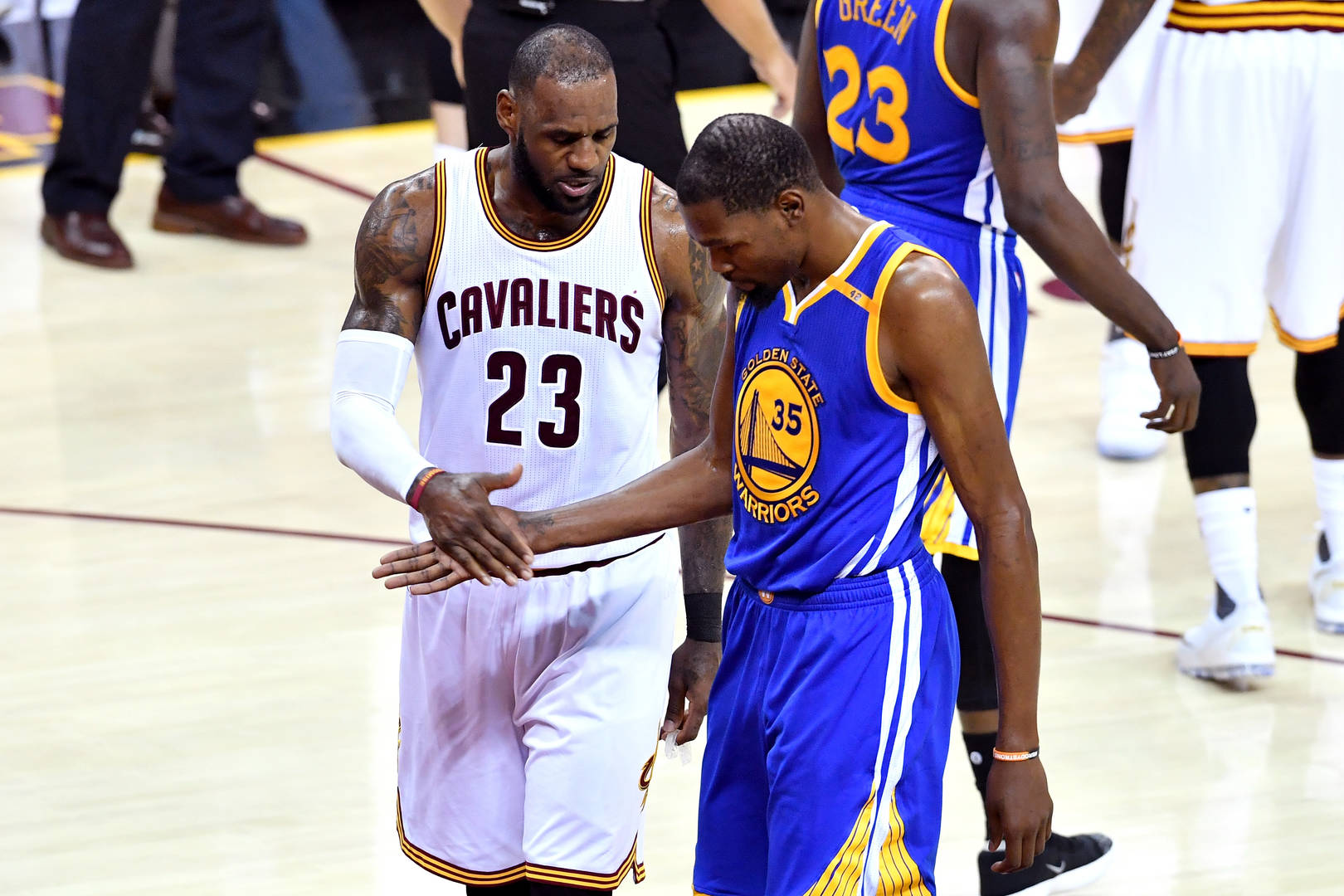 "Kevin Durant Says Players Dislike ""Toxic"" Environment Around LeBron James"