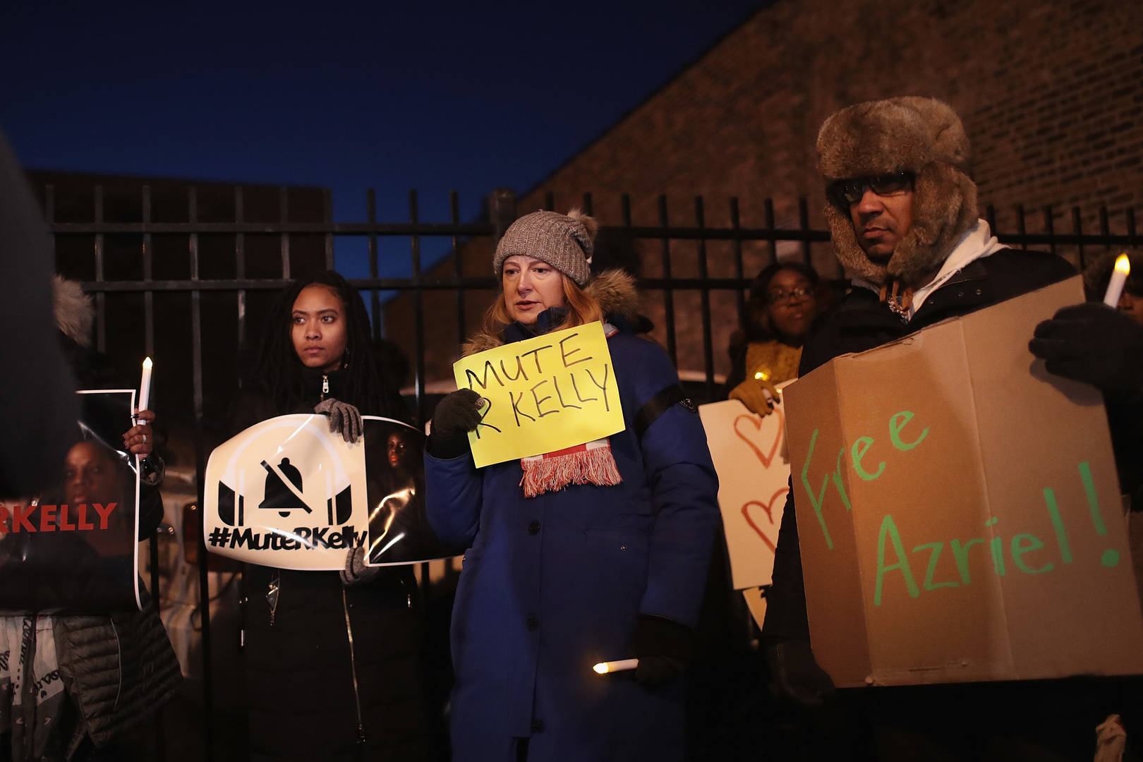 R. Kelly Supporters Clash With Protesters Outside His Chicago Studio