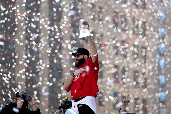 Julian Edelman shaves massive playoff beard on 'Ellen'