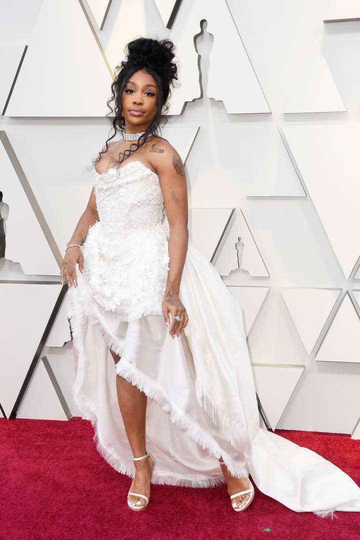 SZA Wows In White Straples Gown At Oscars