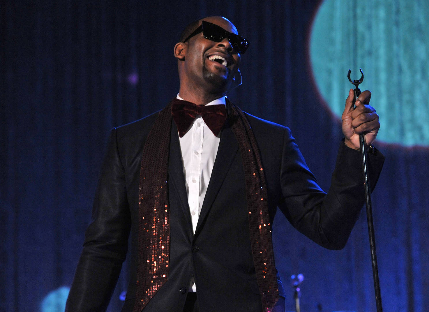 Reverend Says R. Kelly Ruined Her Female Clergy's Cruise Vacation
