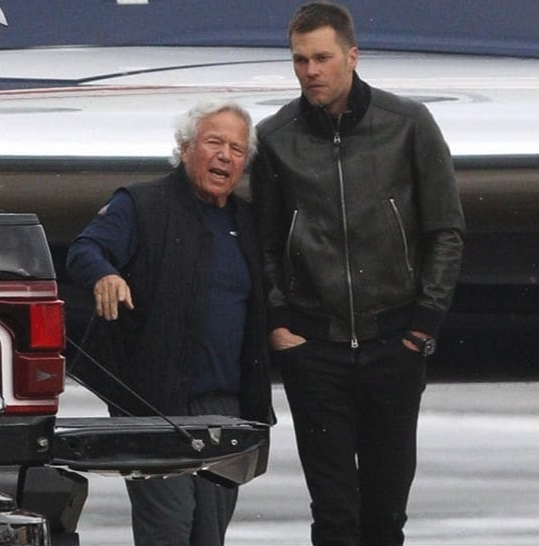 Robert Kraft hugs it out with Tom Brady after prostitution bust