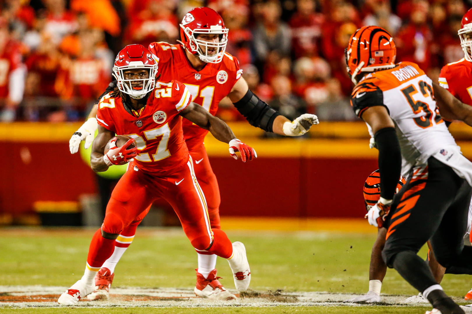 """Kareem Hunt Would Be Welcomed """"With Open Arms"""" Says Bears WR Allen Robinson"""