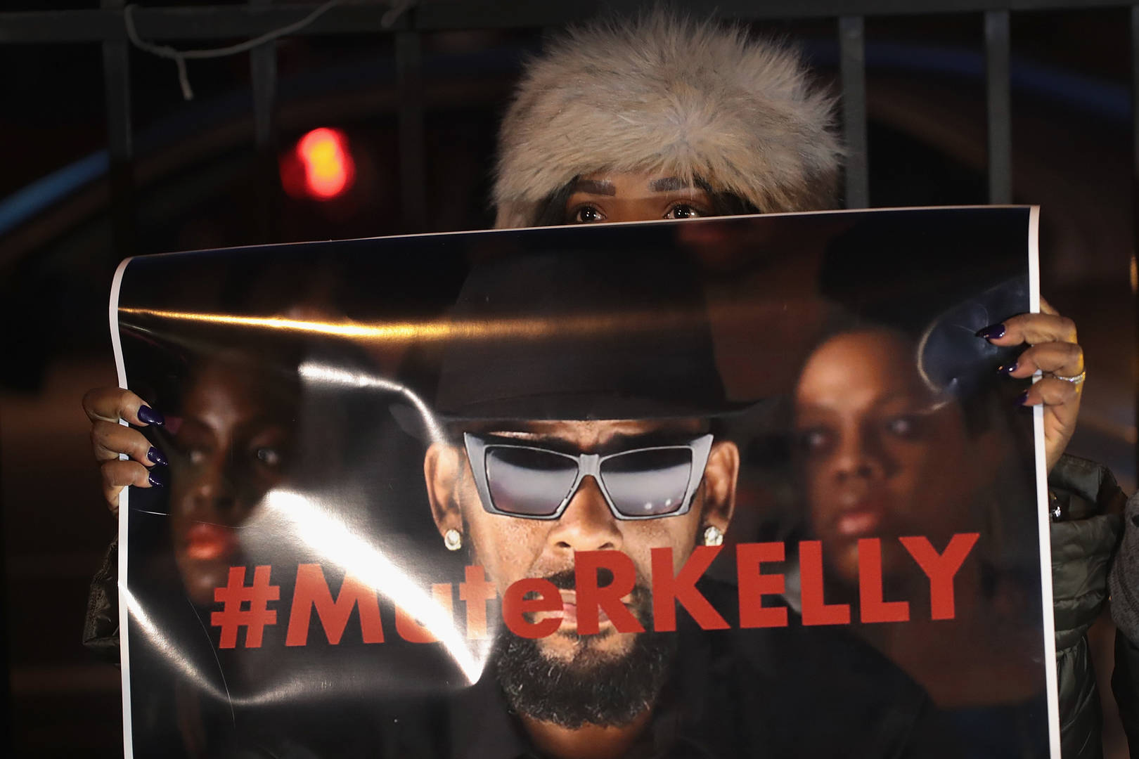 Kelly Visits Chicago McDonald's After Release On Bail