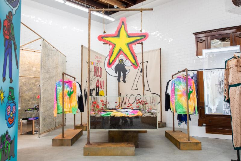 """Travis Scott Delivers One-Time-Only """"Astroworld"""" Merch Collection Via """"Dover Street Market"""""""