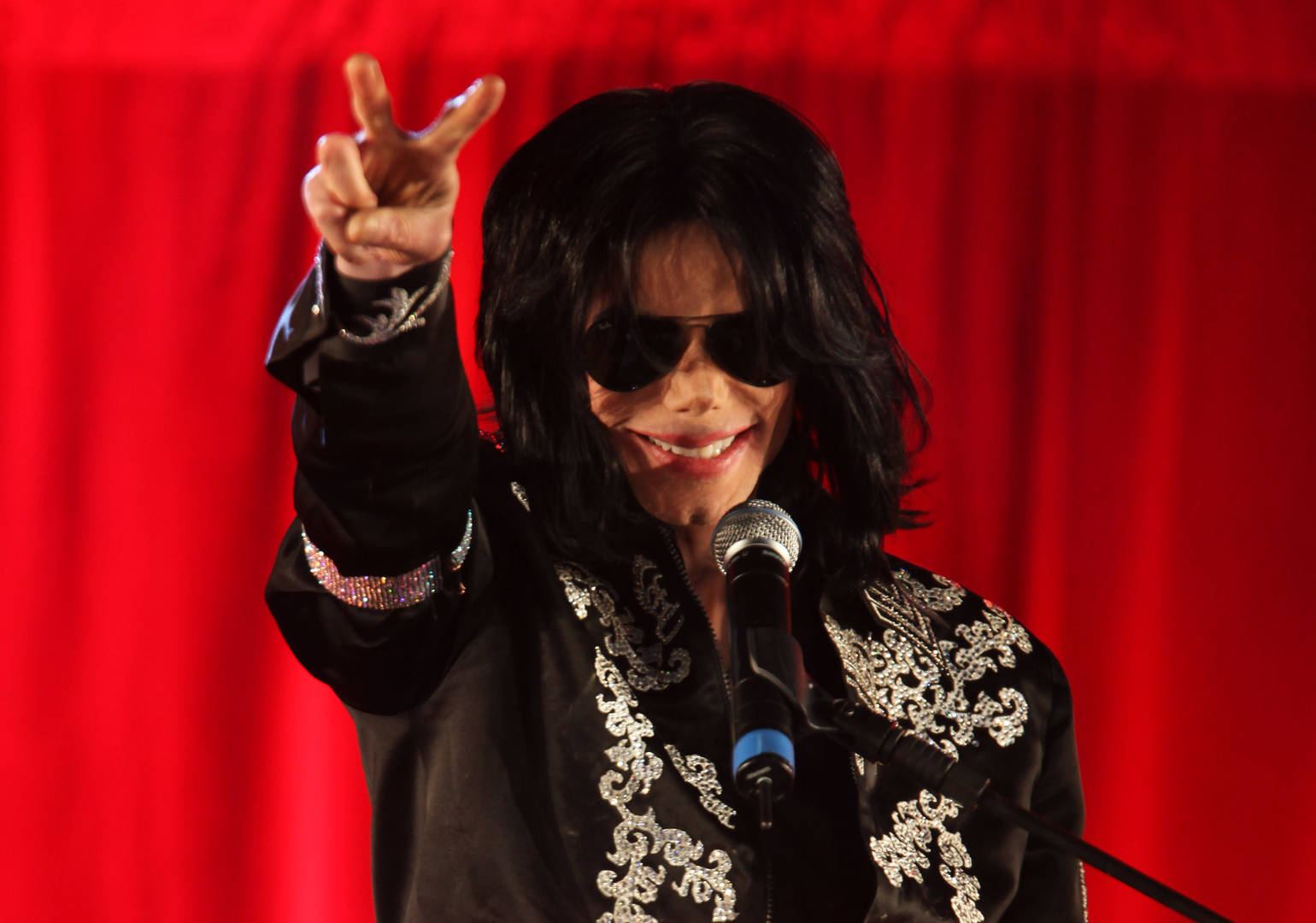 """Michael Jackson Credited His Longtime Bodyguard With Being """"His Father"""""""