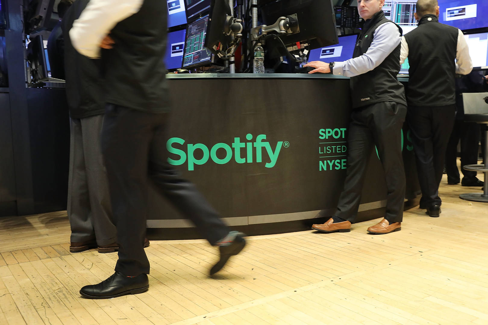 Spotify files antitrust complaint to Brussels against Apple