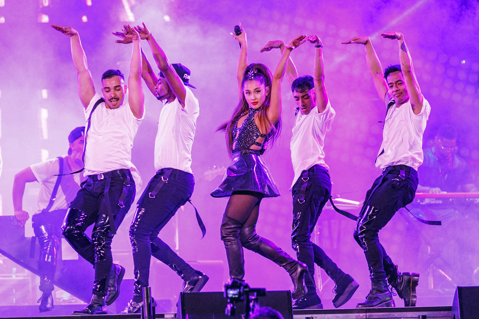 """Ariana Grande's Strict Photo Policy On """"Sweetener Tour"""" Is Being Protested By Media"""