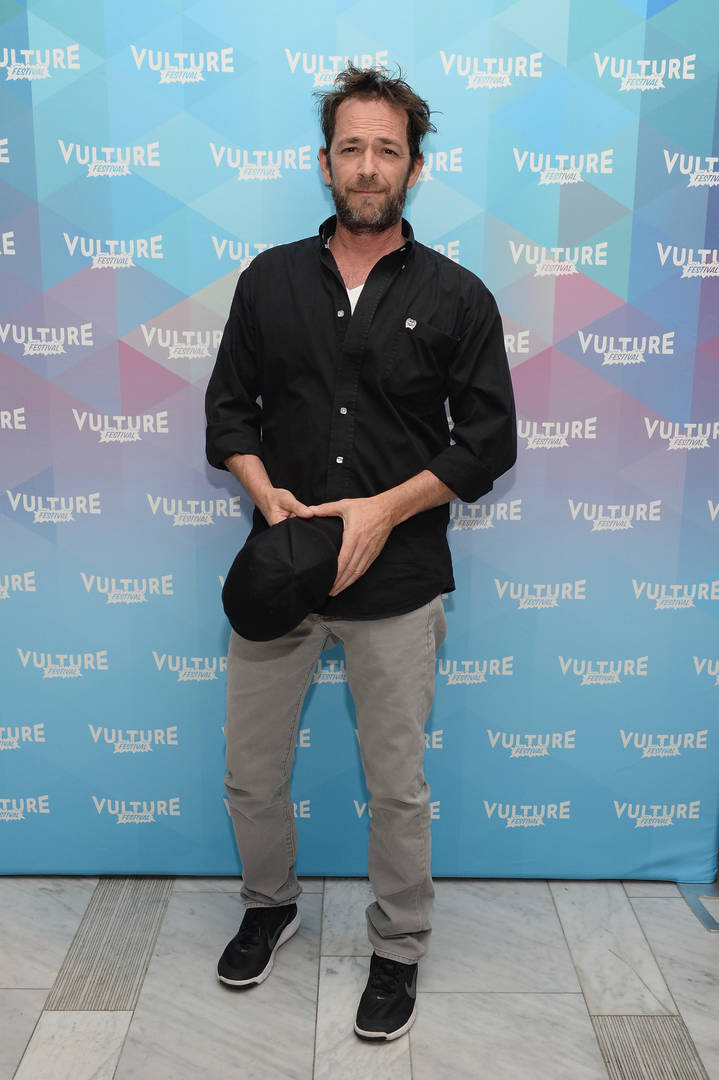 "Luke Perry, ""Riverdale"" & ""Beverly Hills 90210"" Star, Dead At 52"