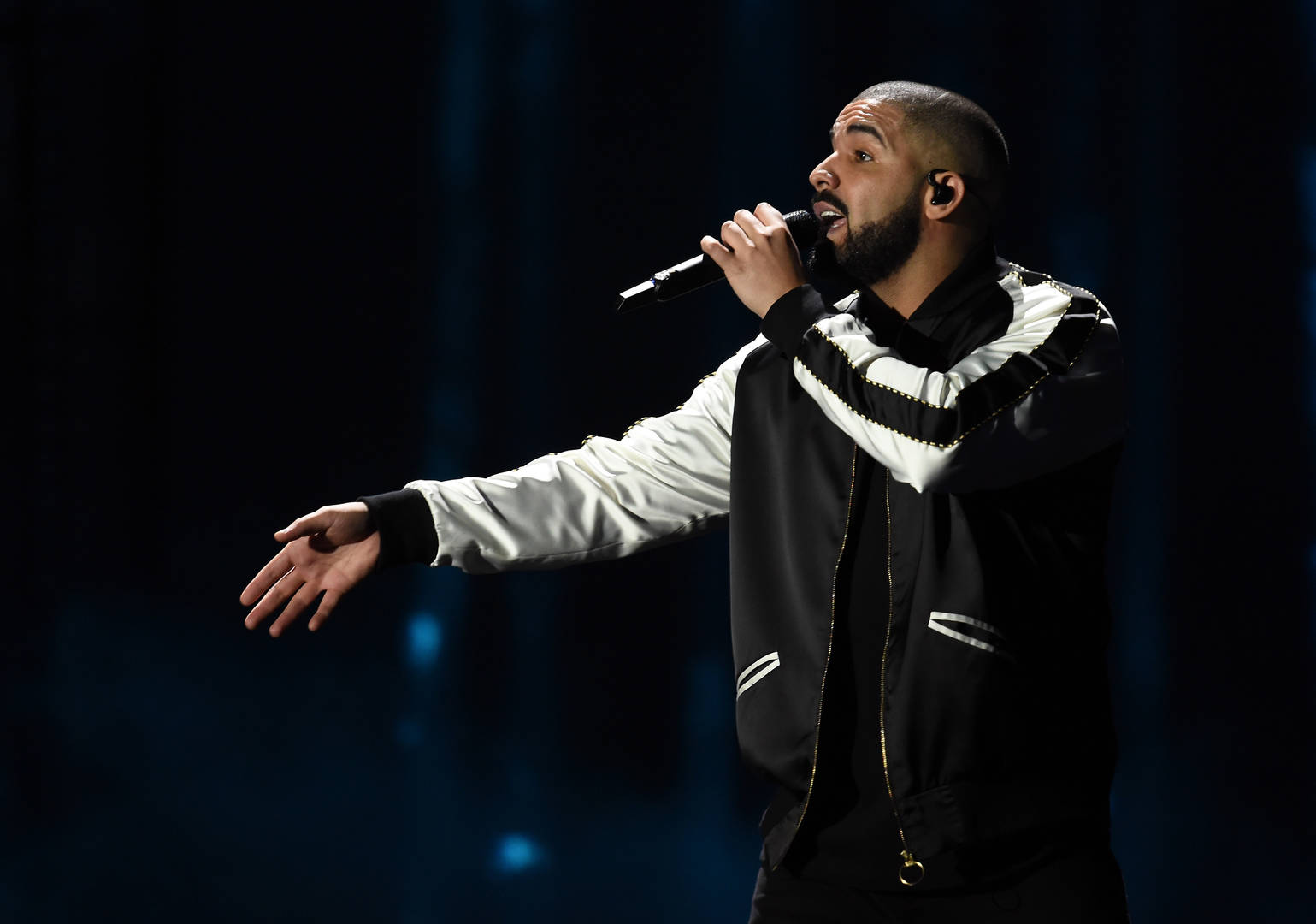 Drake Appears To Have Cut Michael Jackson Collabo From Live Set