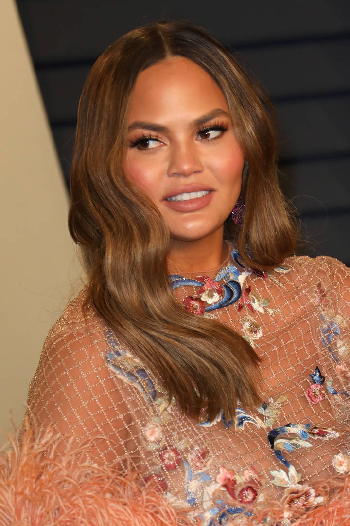 """Chrissy Teigen Claps Back At Troll Who Says She Needs To """"Get To The Gym"""""""
