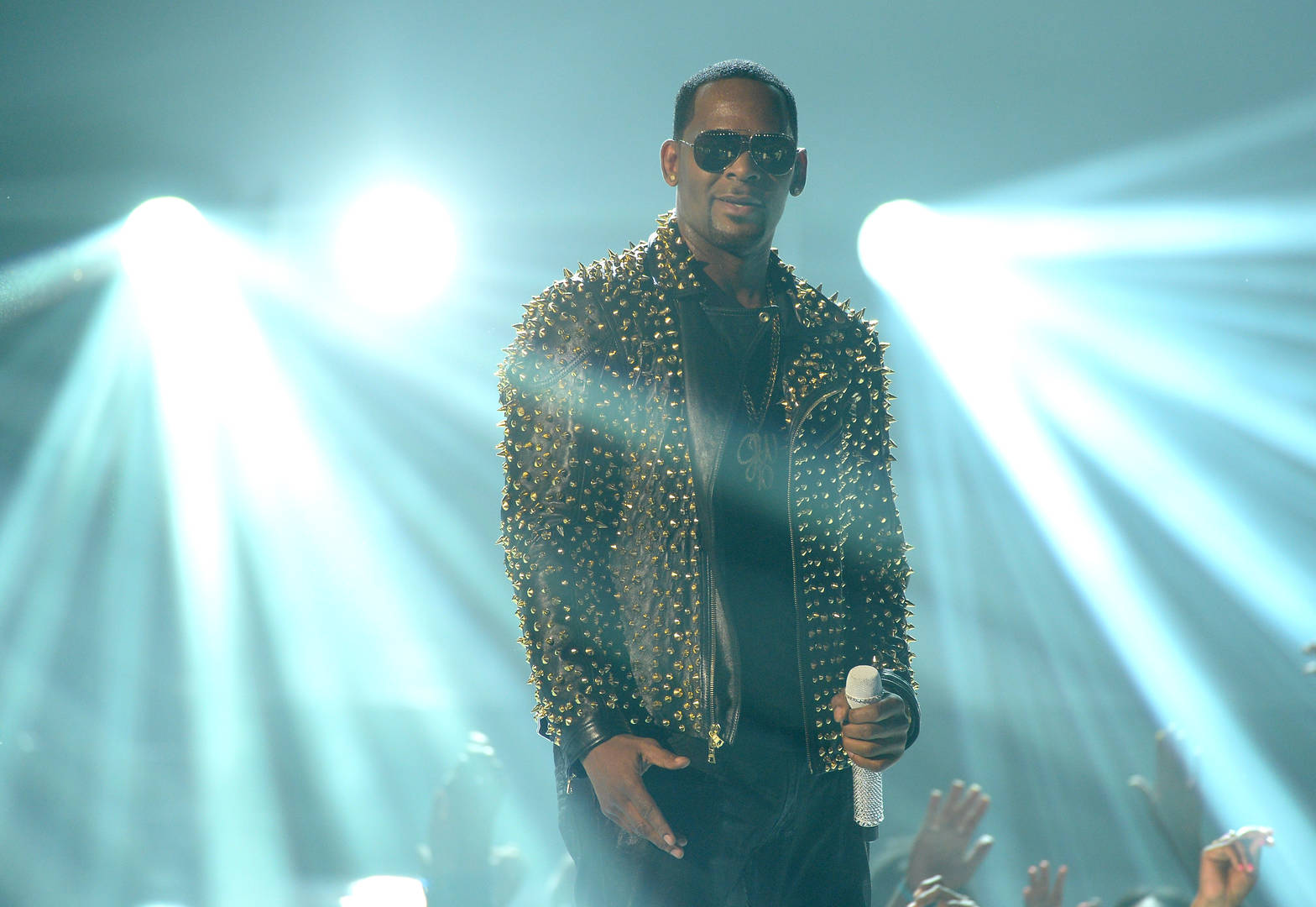 """R. Kelly Claims Being """"Overwhelmed"""" By Jail Lost Him Sexual Abuse Case"""