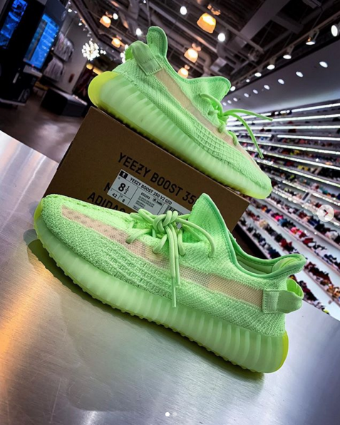 "Adidas Yeezy Boost 350 V2 ""Glow In The Dark"" New s Surface"