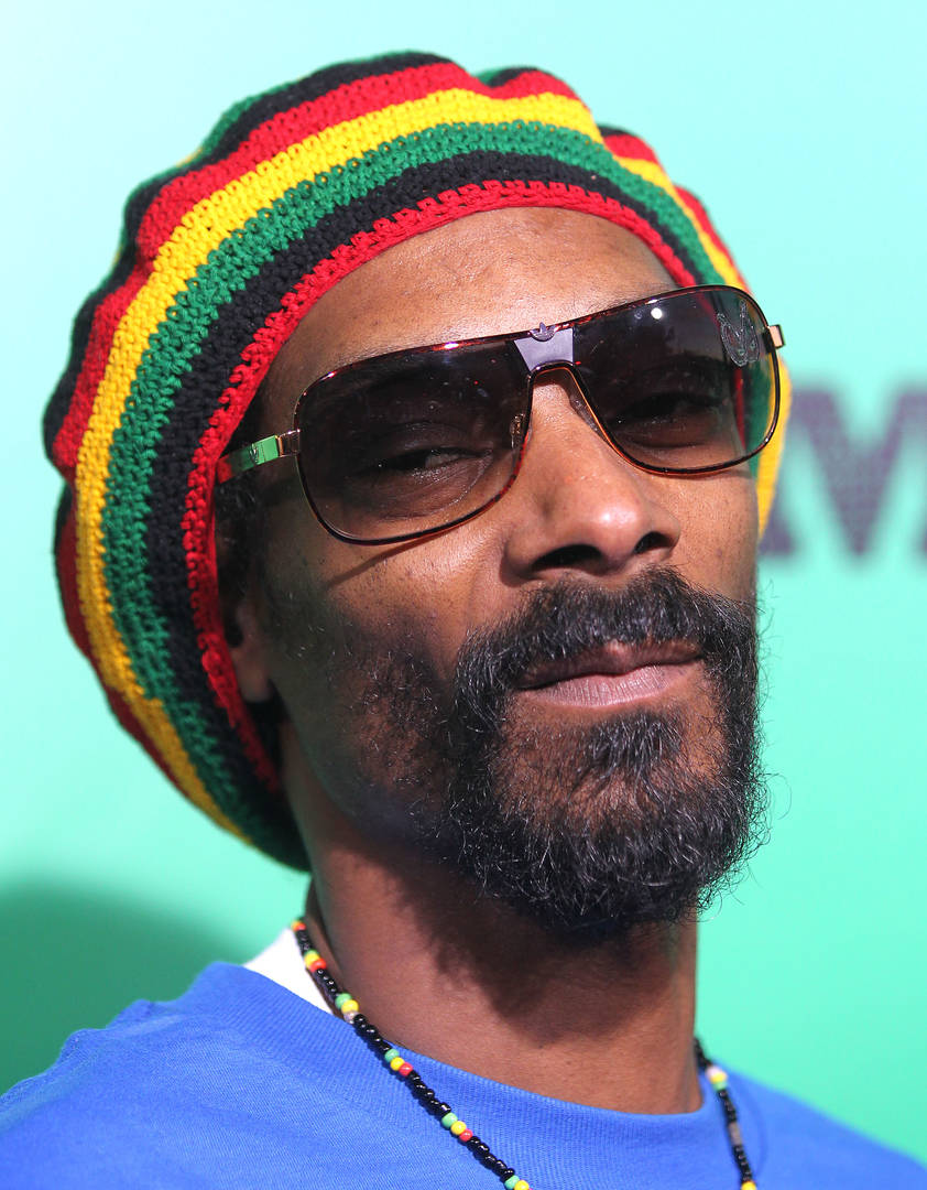 "Snoop Dogg Leaves Stench Of Weed In Green Room, Theatre ""Big Mad"""