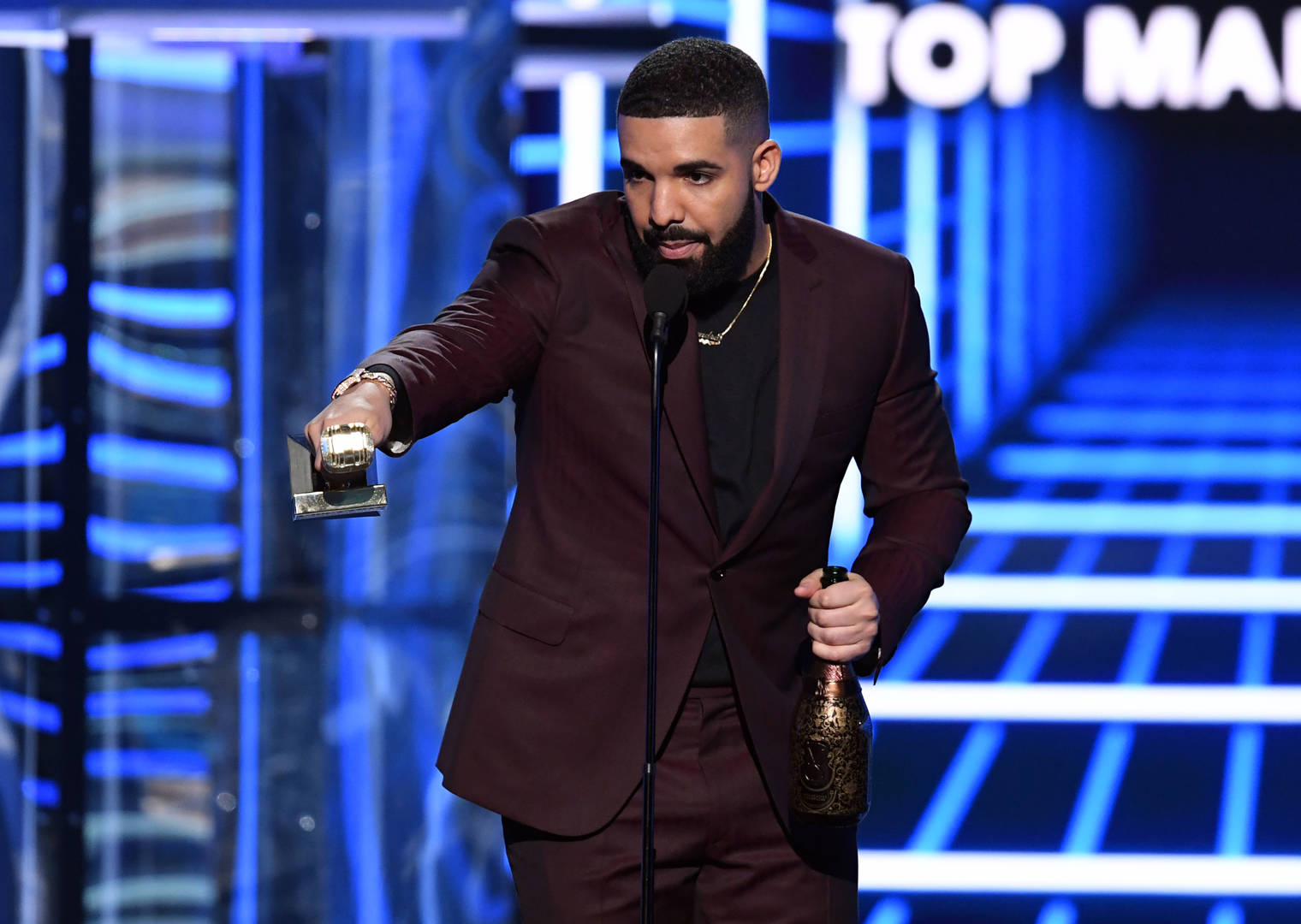 "Drake Wins Big At The BBMAs & Gives Shout Outs To ""GoT,"" ScHoolBoy Q, Offset, & Quavo"