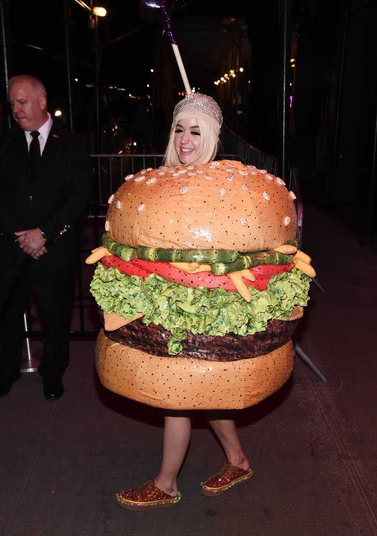 Jennifer Lopez's Reaction To Katy Perry's Met Gala Burger Costume Is Everything