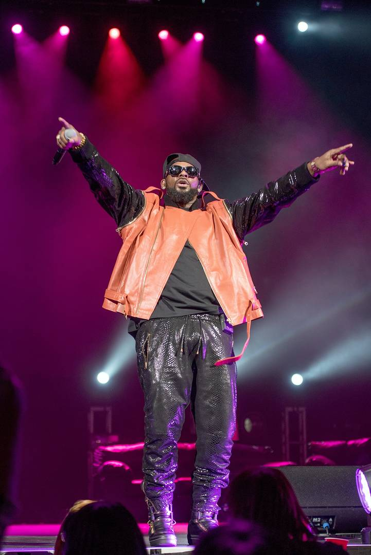 "R. Kelly Insists There's ""Zero Evidence"" Proving He Has Herpes: Report"