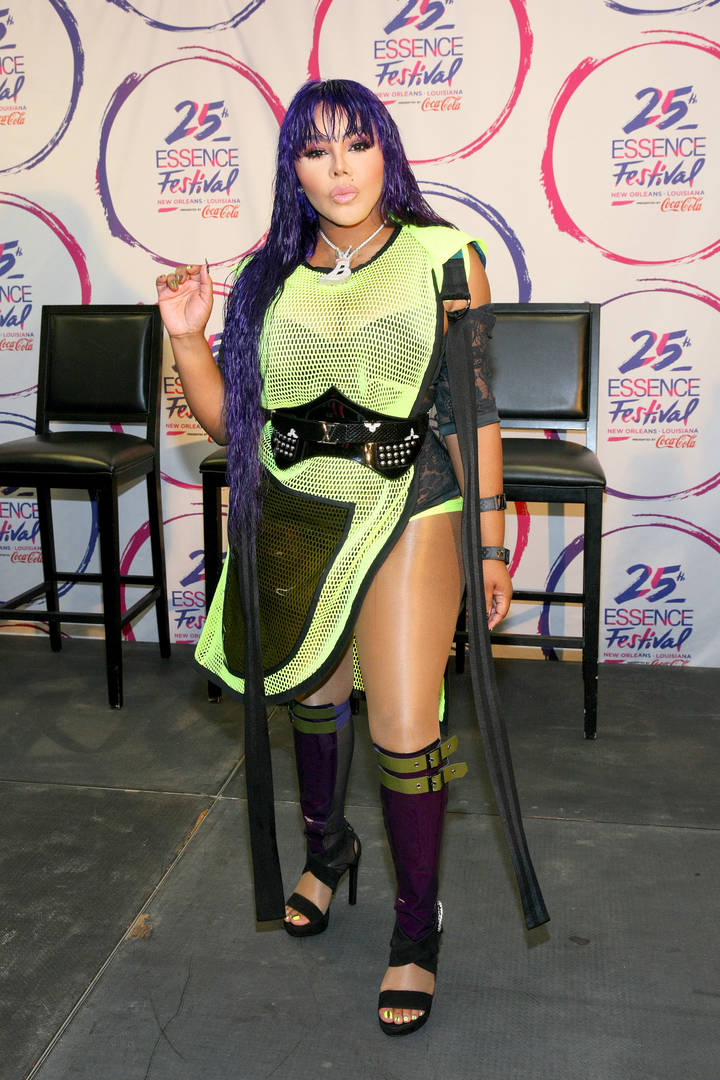 "Lil Kim Checks The Media & Rabid Fans: ""Put Some Respect On My Name"""