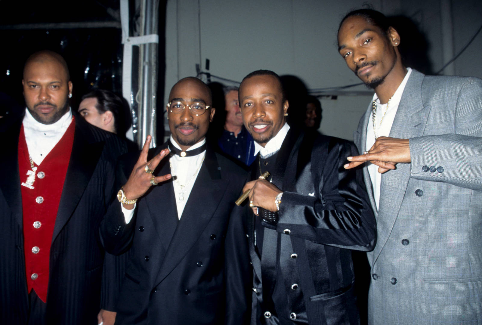Snoop Dogg Shares Iconic 96' Death Row Squad Throwback Pic