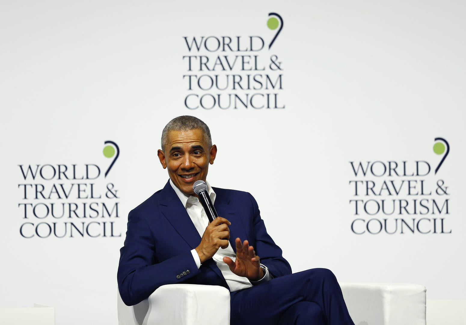 """Barack Obama Says Presidents Should Avoid TV & Social Media: """"Clouds Your Judgment"""""""