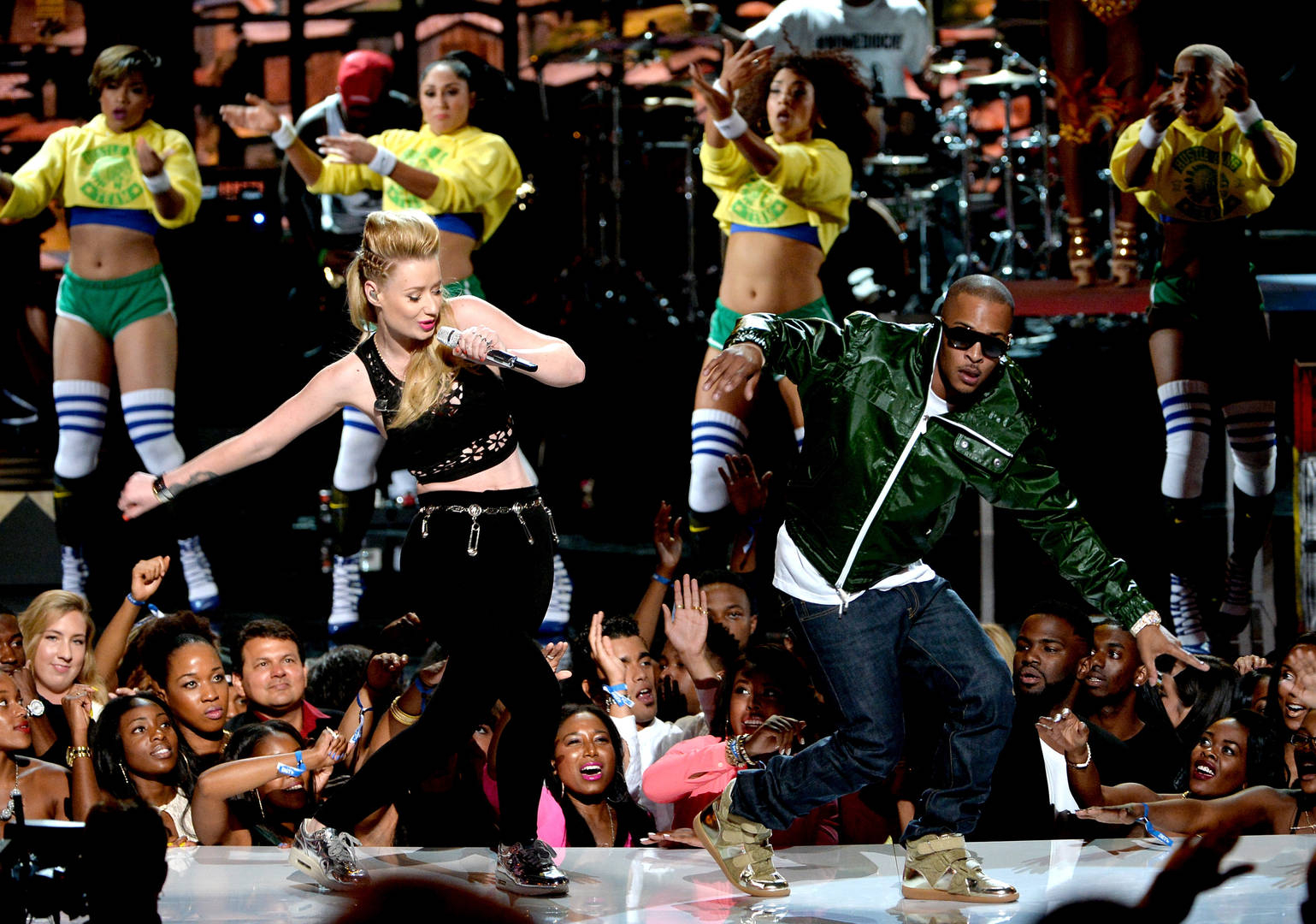 Iggy Azalea Claps Back At Fan Who Mentioned Her Name In T.I.'s Nicki Minaj Controversy