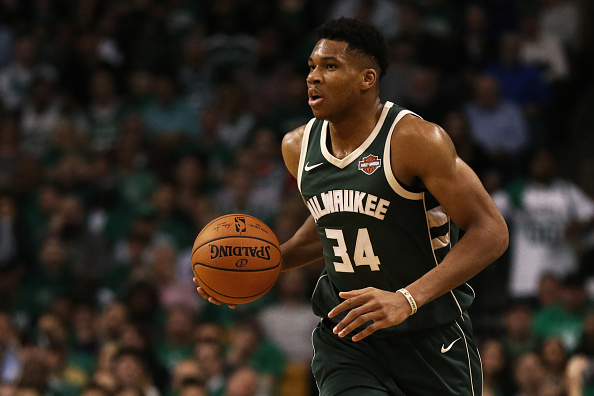 Giannis scores 36 as Bucks outlast Raptors