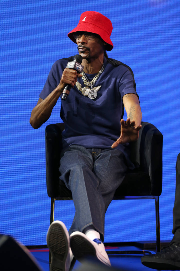 """Snoop Dogg Blasts Racists Booking Agents: They """"Don't Want To See A Black Man Win"""""""