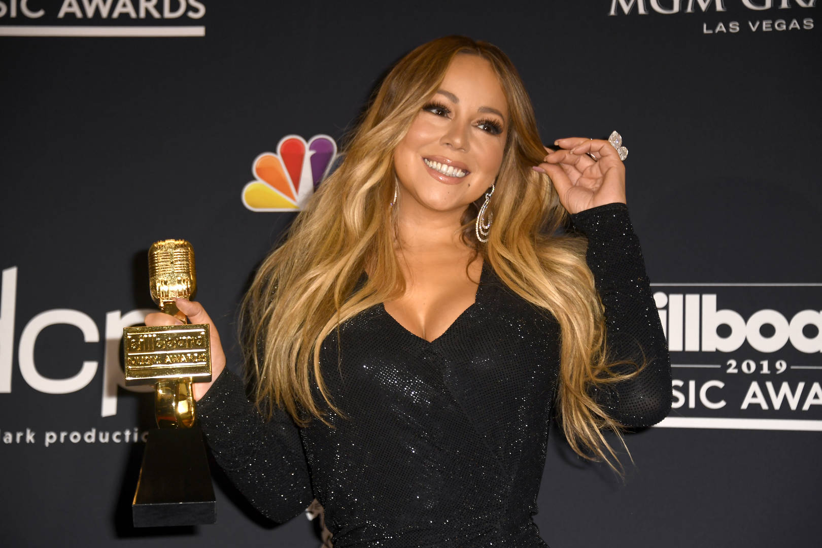 Mariah Carey breaks 3 Guinness records with 'All I Want for Christmas'