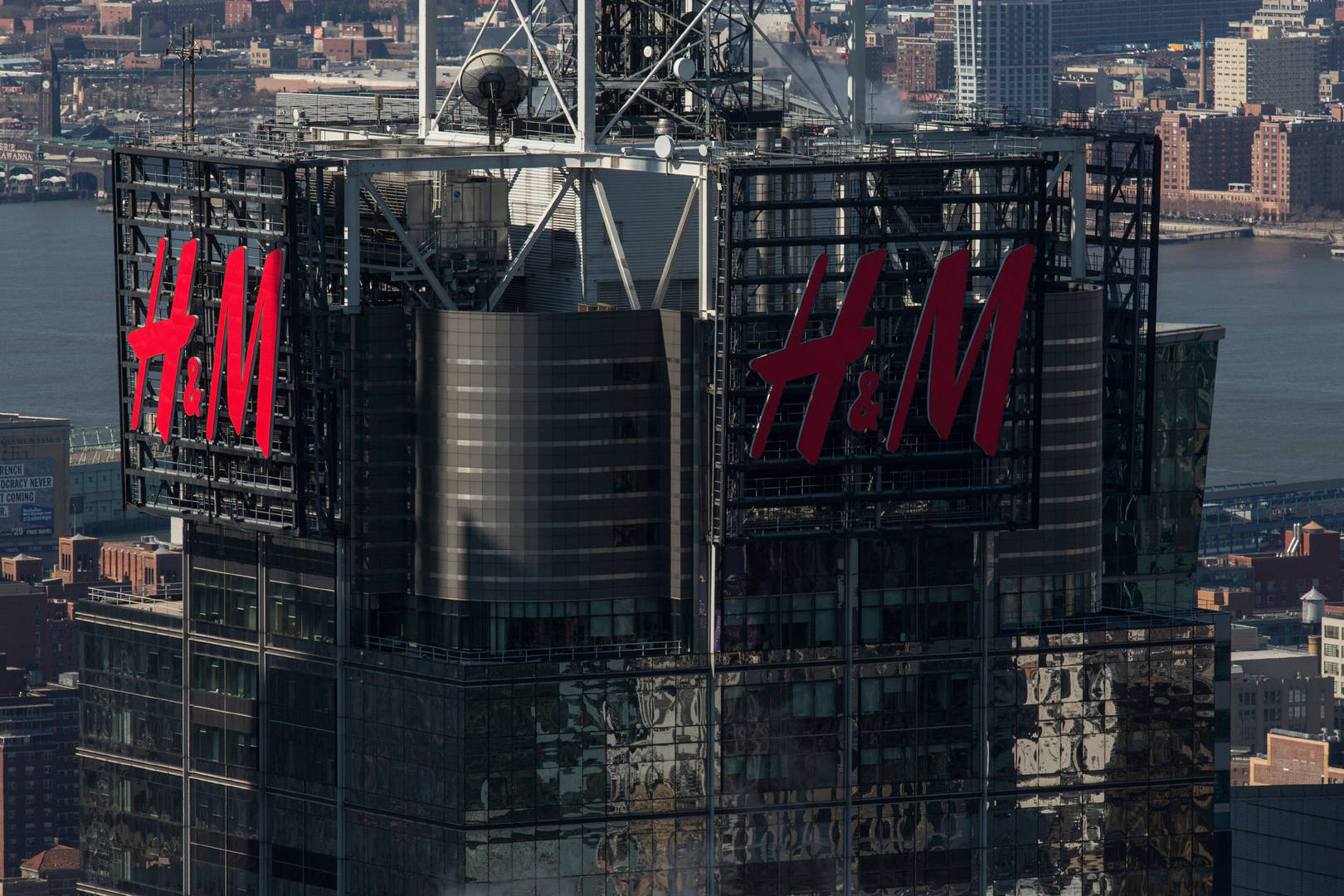 H& M to rent clothes to choose shoppers at flagship store